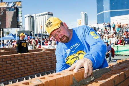 What are the pros and cons of being a bricklayer?